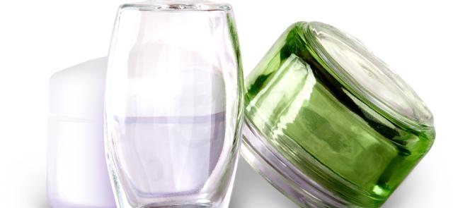 """Czy kosmetyki zawierające składniki """"naturalne"""" są bezpieczniejsze niż """"syntetyki""""?"""