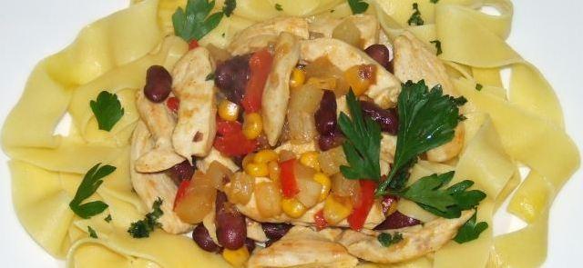 Kurczak po meksykańsku z makaronem
