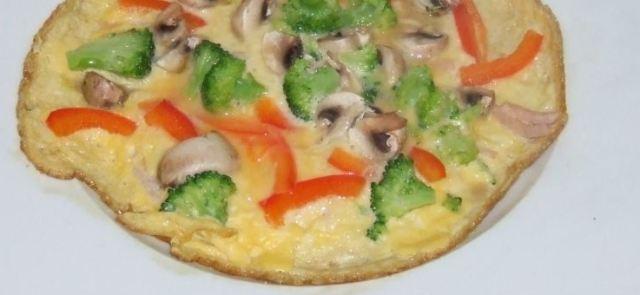 Omlet z serem, szynką i warzywami...