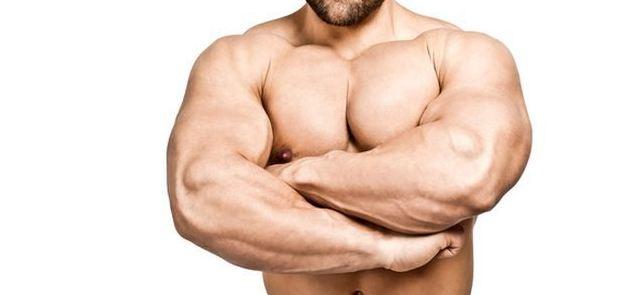 Czy trening nóg powoduje szybszy wzrost siły i masy ramion?