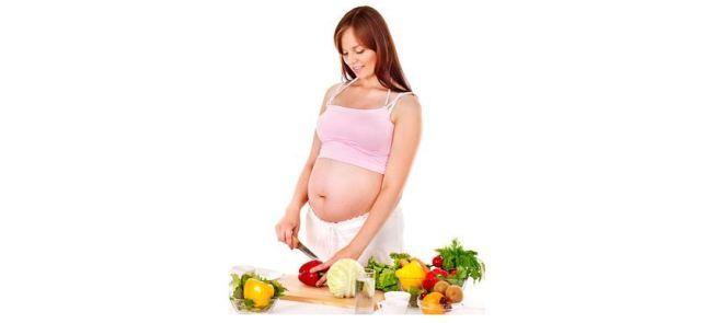 """Czy kobieta w ciąży powinna jeść """"za dwoje""""?"""