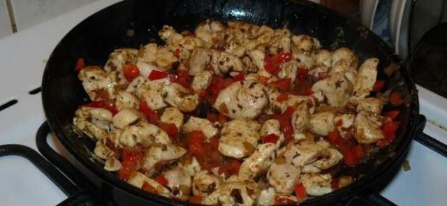 Kebab kulturysty z sosem czosnkowym