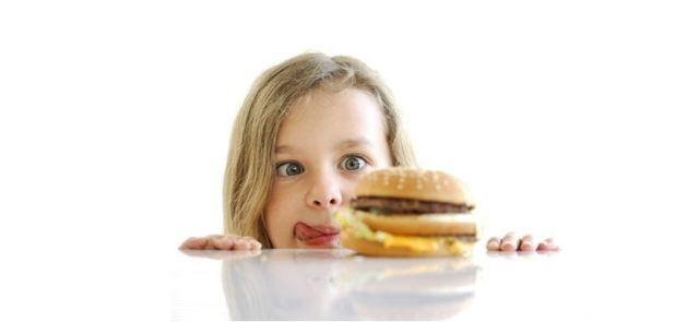 """Niekontrolowane podjadanie - jak poradzić sobie z napadami """"wilczego głodu"""""""
