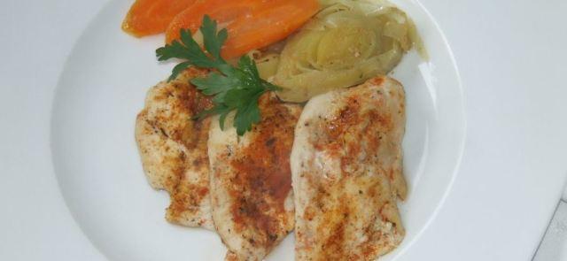 Aromatyczna pierś z kurczaka zapiekana w marchewce