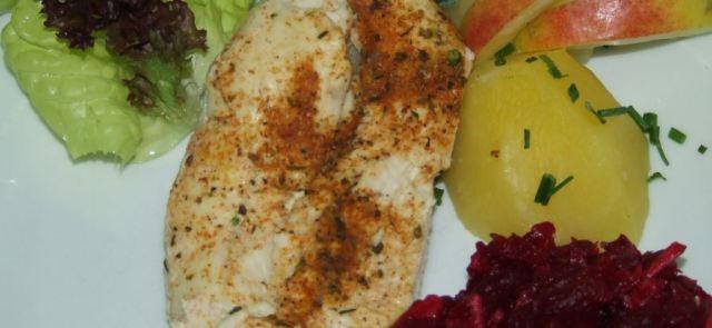 Aromatyczna pierś z kurczaka z sałatką z buraków