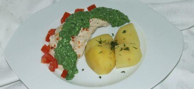 Aromatyczna pierś z kurczaka z ziemniakami i dipem szpinakowym