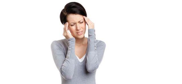 Szklanka wody lekiem na ból głowy