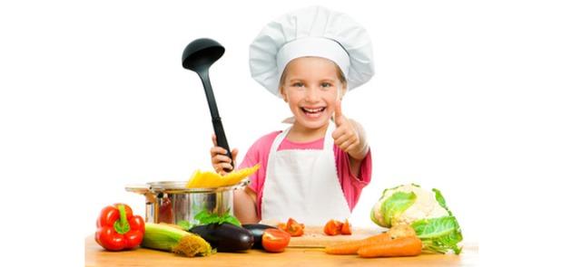 Proste sałatki i surówki warzywne. Kilka  banalnie łatwych przepisów wartych wypróbowania