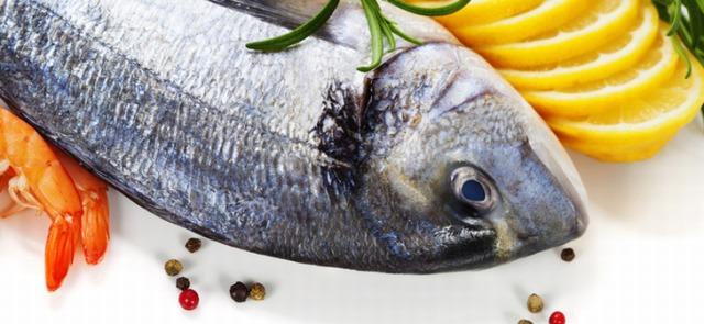 Już jedna porcja ryby w tygodniu może pomóc ochronić Cię przed RZS