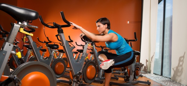Spinning, rowery stacjonarne - jak powinien wyglądać trening?