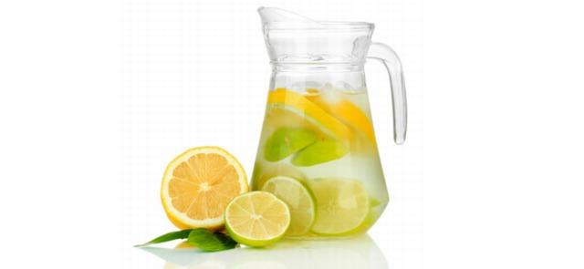 Czy woda z cytryną pomaga oczyścić organizm z toksyn?
