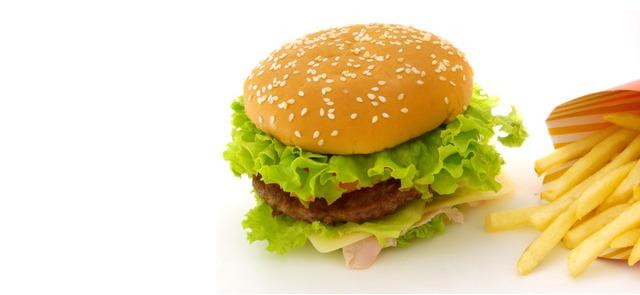 Odchudzanie na fast-foodach, chipsach i czekoladzie - czy to ma sens?