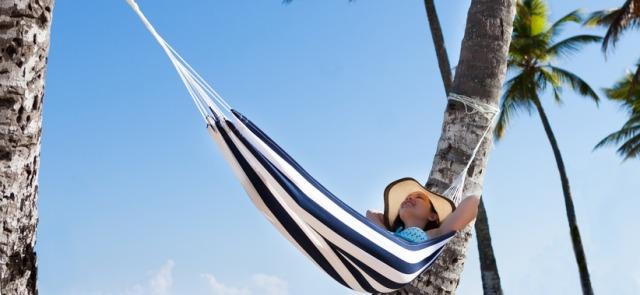 """Wakacyjny """"urlop"""" od treningu i diety – szkodzi czy pomaga?"""