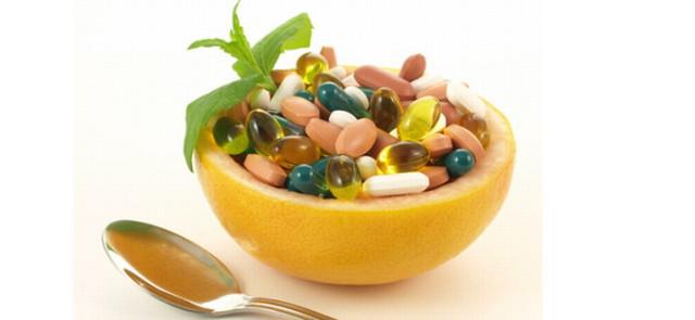 Czy łykanie suplementów w kapsułkach i tabletkach obciąża wątrobę?