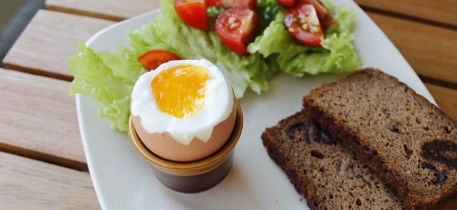 Trying to lose weight? Have an egg for breakfast!