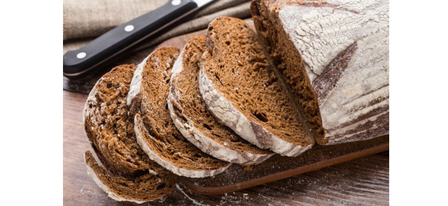 Czy każdy chleb żytni to zarazem chleb razowy?