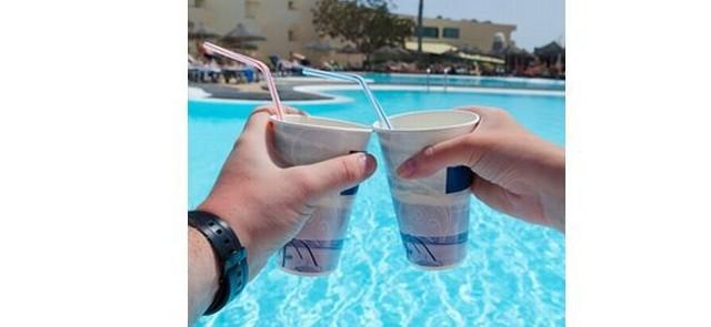 """""""Wakacyjne drinkowanie"""", a plażowa sylwetka – kilka praktycznych porad"""