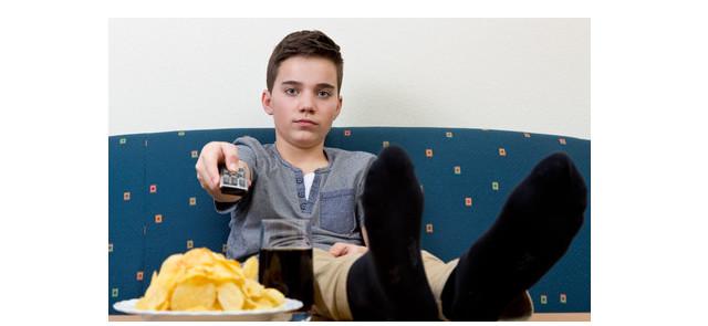 Oglądanie telewizji i brak aktywności fizycznej w młodym wieku