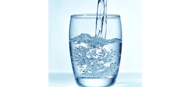 Czy to prawda, że należy wypijać osiem szklanek wody dziennie?