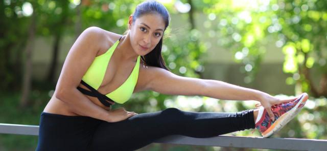 Biustonosz sportowy – niezbędny element garderoby kobiety aktywnej