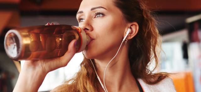 Jak zrobić samemu napój izotoniczny dla sportowców?