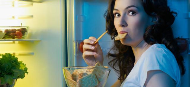 Podjadanie między posiłkami - jak sobie radzić?