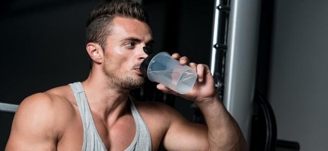 Dlaczego napoje sportowe zawierają sód i węglowodany?