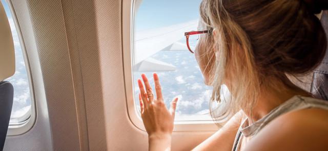 Czego nie jeść, jakiego jedzenia unikać przed lotem samolotem?
