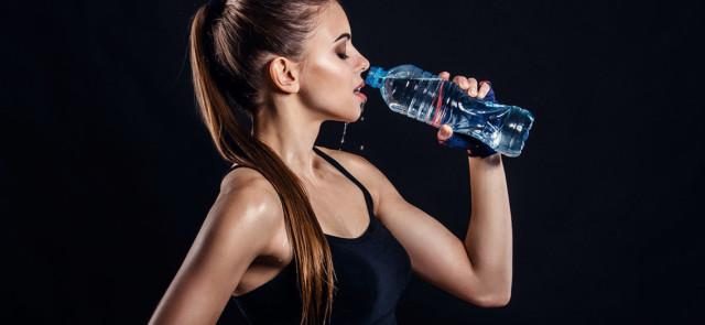 Głód czy pragnienie? Ile pić wody podczas odchudzania?