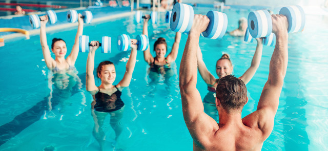 Aqua aerobik - poznaj zalety treningu w wodzie