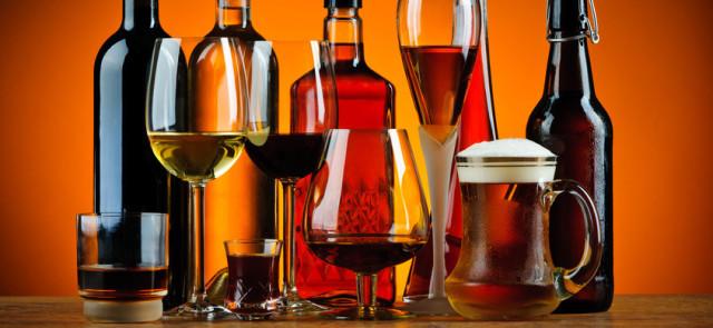 Czy z wiekiem zmienia się tolerancja na alkohol? Picie alkoholu a wiek