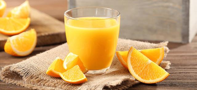 Ile witaminy C traci sok po otwarciu?