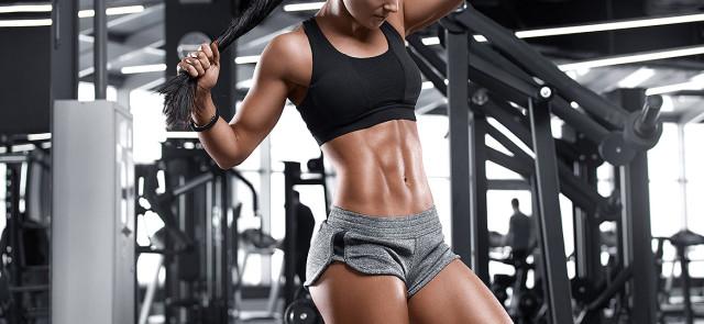 Jak pracują mięśnie brzucha przy różnych ćwiczeniach?