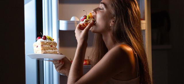 6 głównych przyczyn wieczornych napadów głodu