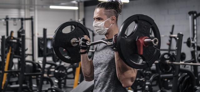 Czy noszenie maski podczas ćwiczeń pogarsza pracę płuc?
