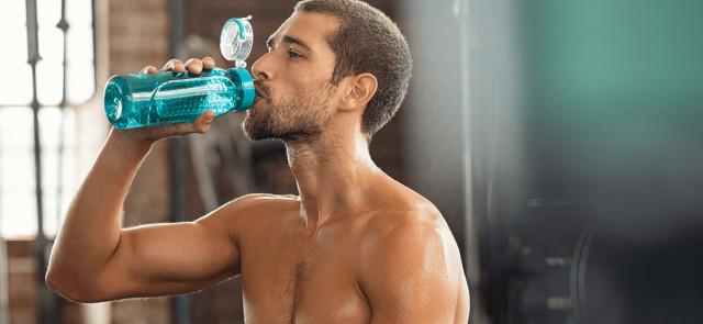 Czy woda gazowana utrudnia odchudzanie?