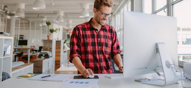 Praca na stojąco a praca siedząca - długotrwałe efekty