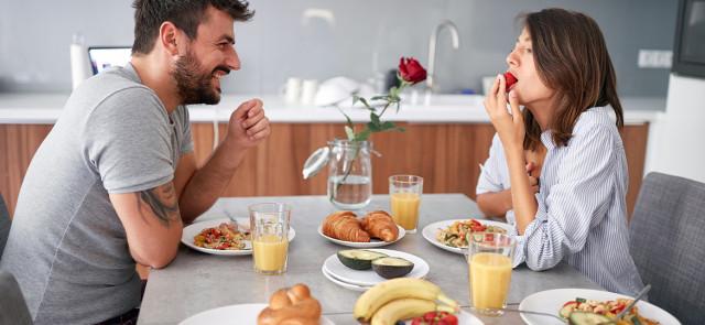 Czy duże śniadanie może pomóc w odchudzaniu?