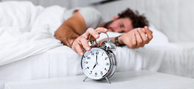 Skąd się biorą problemy z porannym wstawaniem?
