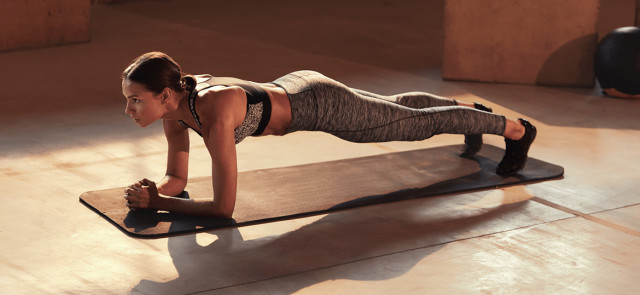 Plank – idealne ćwiczenie na wzmocnienie mięśni brzucha i pleców