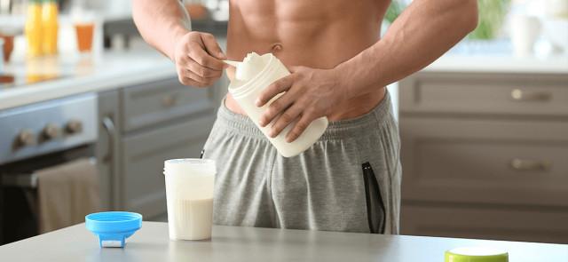 Białko w diecie na masę – więcej nie znaczy lepiej