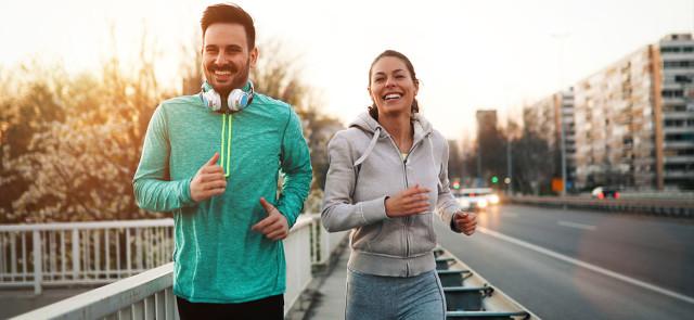 Czy bieganie na zewnątrz jest lepsze niż na bieżni?