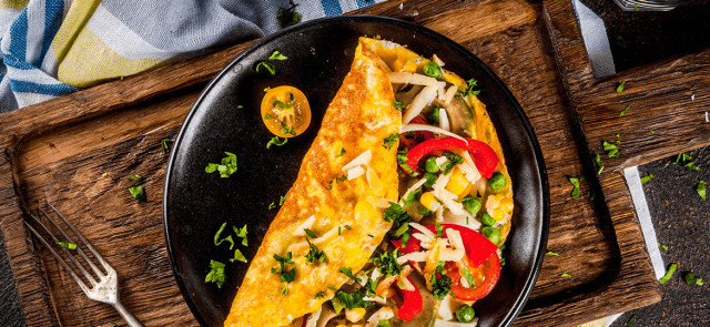 Śniadaniowy omlet – jak go zrobić, aby był smaczny i zdrowy?