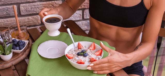 Jak ze zwykłej kawy zrobić silny spalacz tłuszczu?