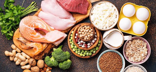Skąd brać białko, by efektywnie budować mięśnie?