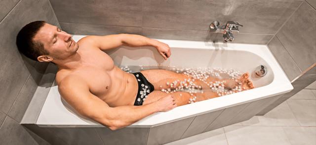 Czy zimne kąpiele pomagają schudnąć?