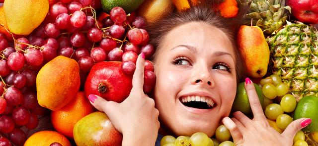 Czy jedzenie owoców i warzyw może spowolnić proces starzenia się skóry?
