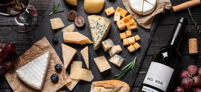 Deska serów, czyli obowiązkowa przekąska na każdym przyjęciu