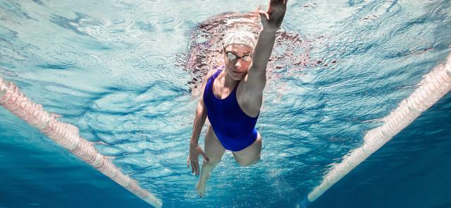 Czy pływanie odchudza?