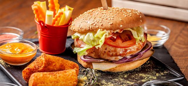 Zamienniki mięsa — jeść czy lepiej unikać?